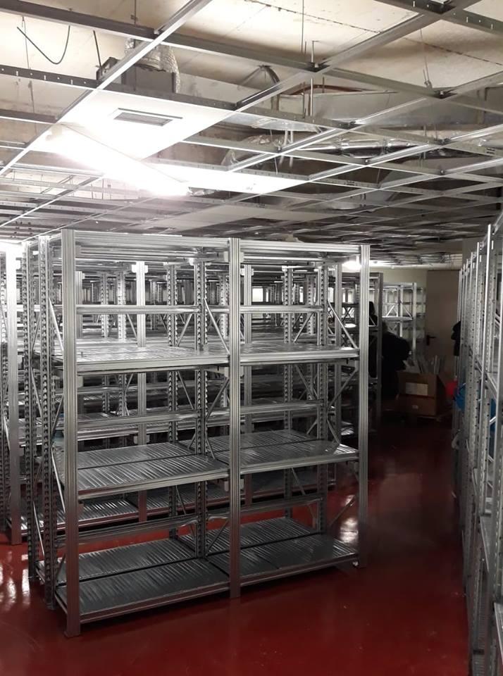 Εγκατάσταση σε κουμπωτά ράφια γαλβανιζέ σε Νοσοκομείο